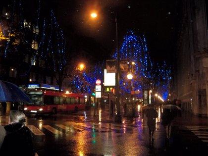 """Ecologistas piden a los ayuntamientos reducir el """"brutal e irresponsable"""" uso de las luces de Navidad"""