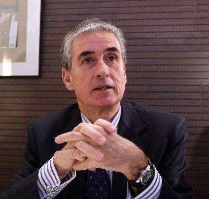 """Jáuregui dice que aún se está """"subiendo la montaña"""" de la crisis"""