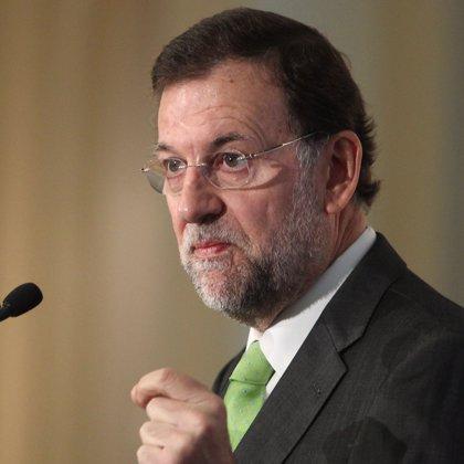 """Rajoy se compromete a reducir a """"más de la mitad"""" la tasa de paro"""