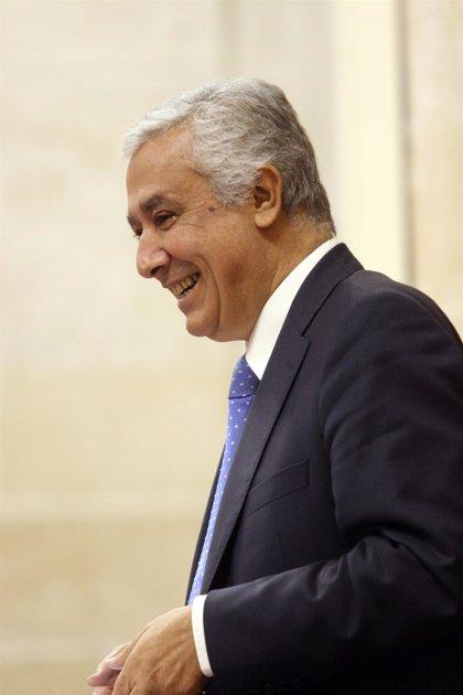 """PP y CEA suscriben una declaración por la """"competitividad"""" que pide reforma administrativa, educativa y fiscal"""