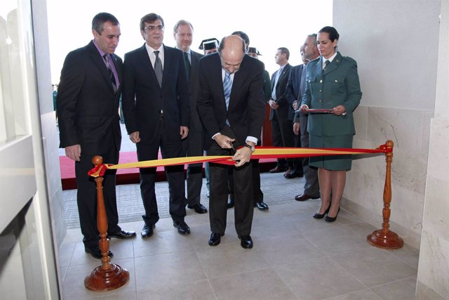 Alfredo Pérez Rubalcaba inaugura un cuartel en Baleares