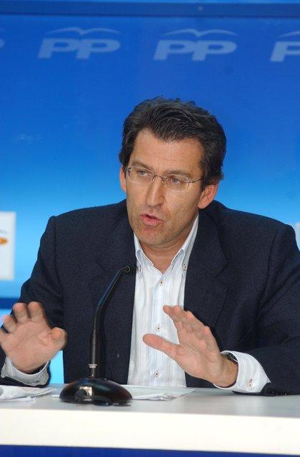 """Feijóo se compromete a """"no subir los impuestos, e incluso rebajarlos"""" y basa el programa del PPdeG en """"la austeridad"""""""