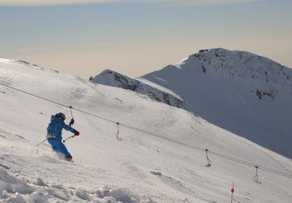 Sierra Nevada alcanza los 50 kilómetros de pistas e inaugura el 'chill out' del área de Borreguiles