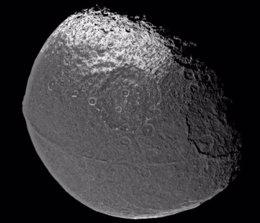 iapetus, luna de Saturno