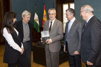 Griñán recibe a los responsables del Museo Medina Azahara, ganador del Premio Aga Khan de Arquitectura