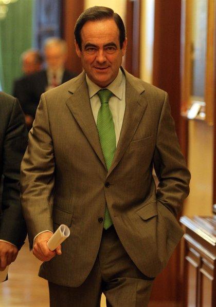 Bono se descarta para suceder a Zapatero y apoyaría a Rubalcaba, pero avisa que no es momento de abrir el debate