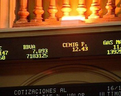 Economía/Bolsa.- El Ibex 35 sube un 0,73% a media sesión y se acerca a los 10.000 puntos