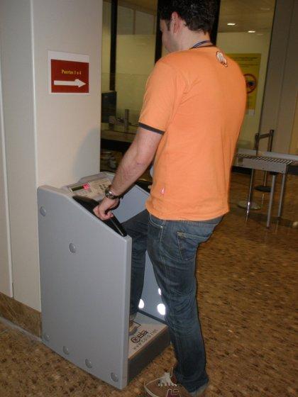 El Aeropuerto de Asturias instala un escaner de zapatos