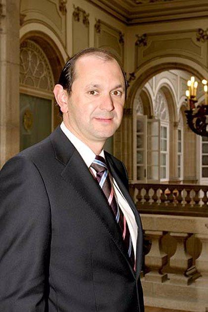 """El presidente de la Diputación de Pontevedra (PP) pide a la Xunta que declare a Zapatero """"persona non grata"""""""
