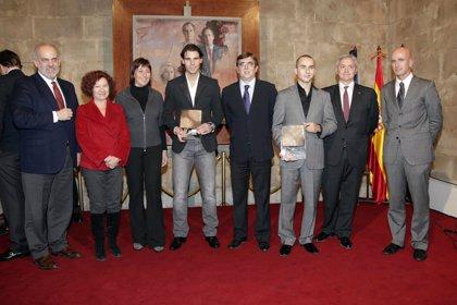 Antich entrega la distinción deportiva Cornelius Atticus a Rafa Nadal y Jorge Lorenzo por promocionar el deporte balear
