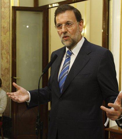 """Rajoy pide a Zapatero que acabe con una situación de la que """"costará salir"""""""