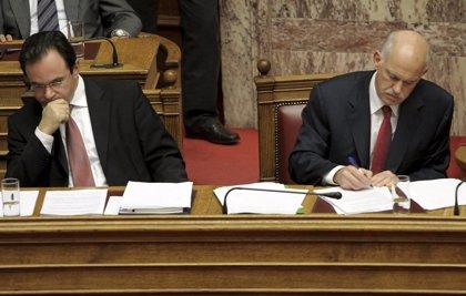 El Parlamento griego aprueba los presupuestos de 2011