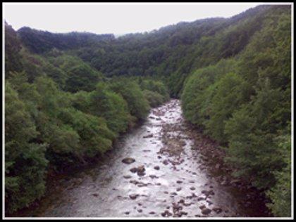 Multa por construir unas escaleras de acceso al río en un espacio natural protegido
