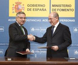 Blanco y Rato firman el acuerdo sobre alquiler de viviendas de Caja Madrid