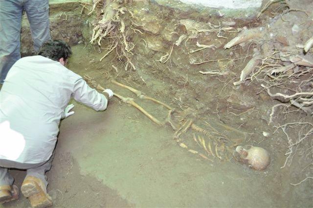 Exhumacion de una fosa en Alhendín