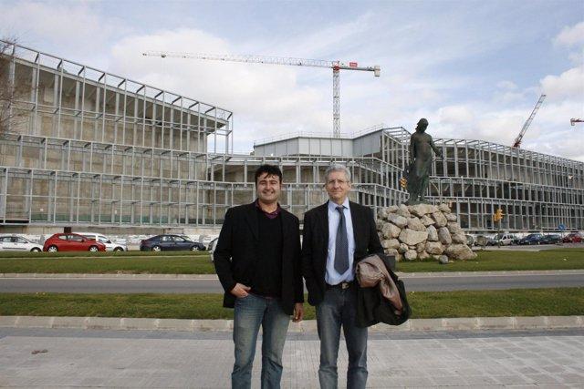 Manel Carmona y Eberhard Grosske frente al Palacio de Congresos