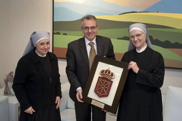 Sor María de la Cruz, el Presidente Sanz y la madre Emilia.