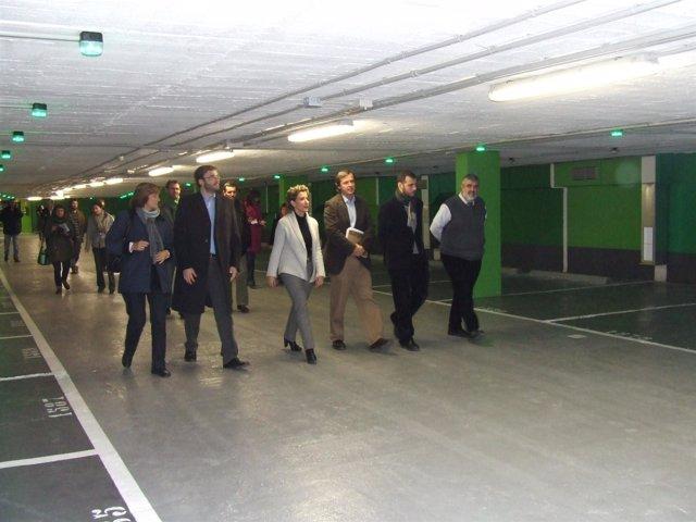 La alcaldesa de Palma, Aina Calvo, y a su izquierda, el regidor de Movilidad, Jo