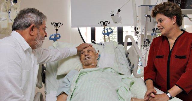 El vicepresidente brasileño, Jose Alencar, en un hospital de Brasil con Lula y D