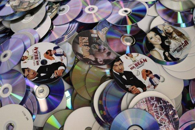 Miles de discos descargados de forma ilegal.