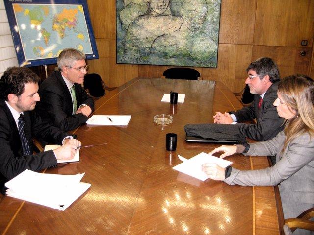 Gabriel Vicens y Joana Amengual con Isaías Taboa