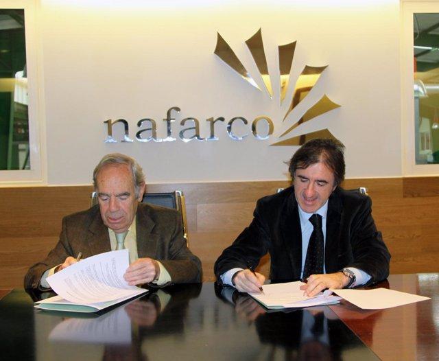 Firma del acuerdo entre Nafarco y la Fundación Banco de Alimentos de Navarra.