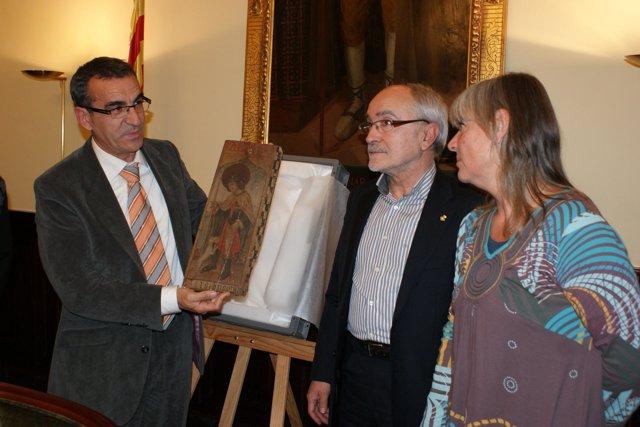 Jaume Gilabert con el nuevo retablo de San Roque