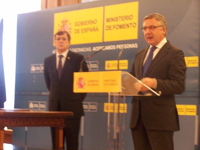 El ministro de Fomento, José Blanco, y el presidente del Gobierno balear, France