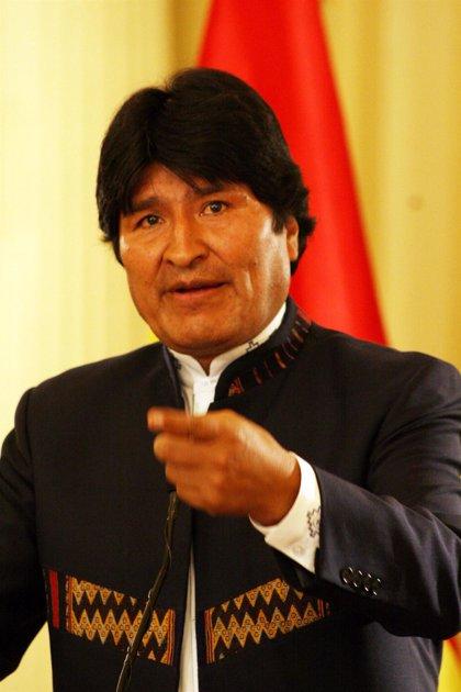 Morales sube los salarios un 20% para compensar el alza del precio del combustible
