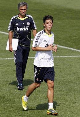 Ozil y Mourinho