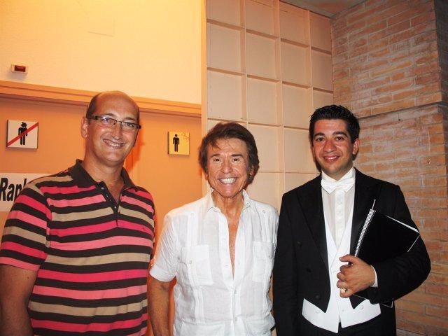 El alcalde de Moguer, el cantante Raphael y el director del Liceo.