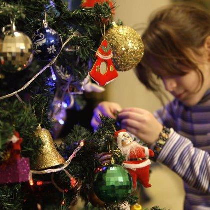Un total de 15 centros escolares de la Región intercambian adornos navideños con colegios de la Unión Europea