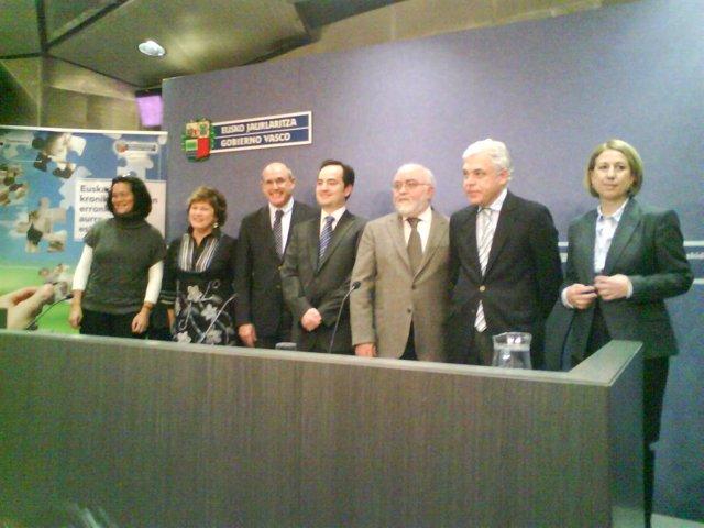 Bengoa y Cortina con responsables de Osakidetza y Farmacéuticos