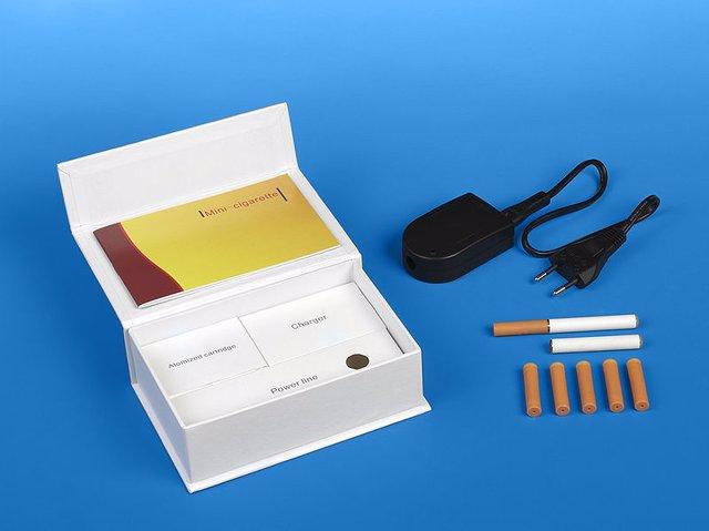 Una caja de cigarrillos electrónicos recargables