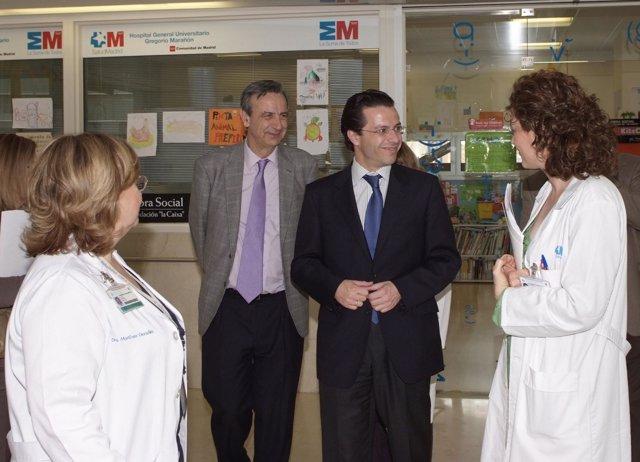 Lasquetty Durante La Visita Al Hospital