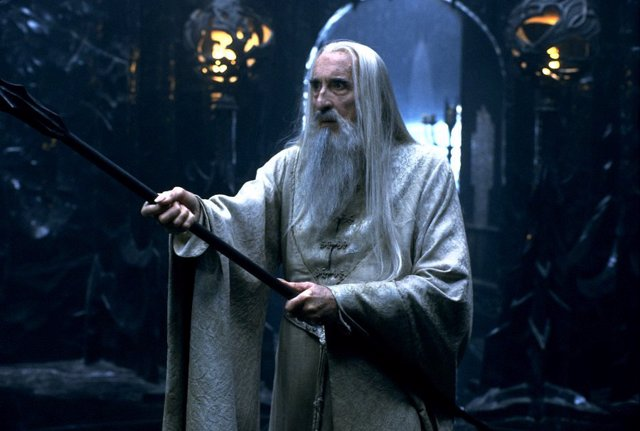 Christopher Lee es Saruman en El Señor de los Anillos
