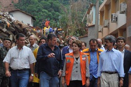 Brasil.- Rousseff recorre las zonas devastadas por las lluvias en Río de Janeiro donde han muerto 419 personas