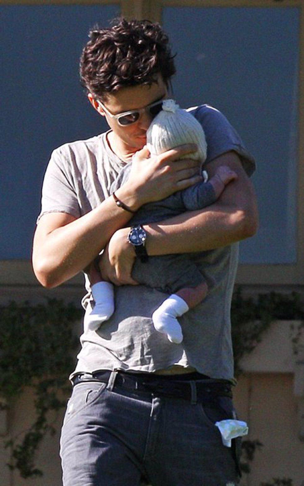 Orlando Bloom con su hijo Flynn