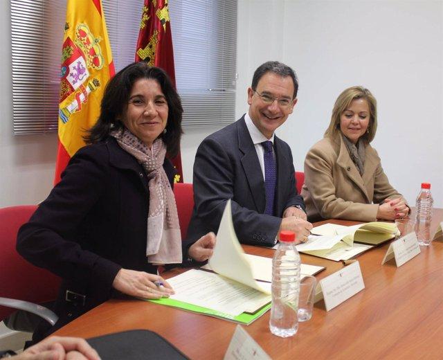 La consejera de Economía y Hacienda, Inmaculada García; el consejero de Política