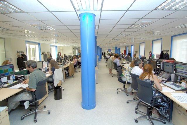 Oficina, gente trabajando