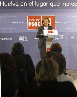 La candidata del PSOE a la Alcaldía de Huelva, Petronila Guerrero, en un acto po