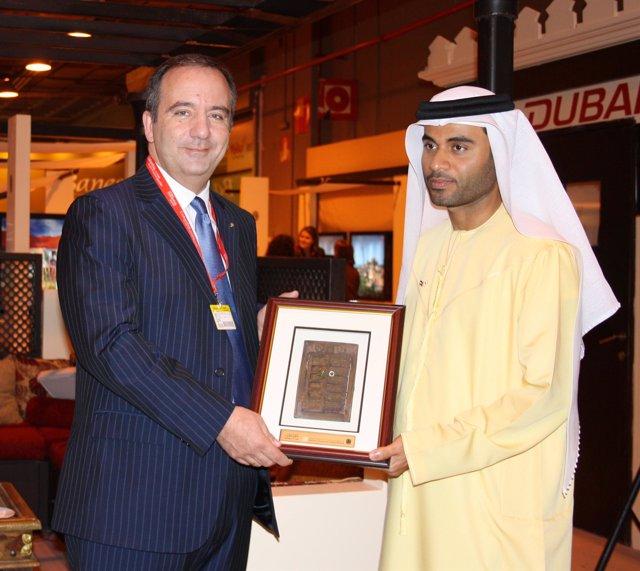 Bernardo Echevarría recibe el reconocimiento de Turismo de Dubai