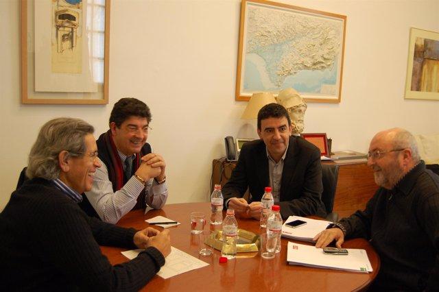Reunión entre el grupo socialista e IULV-CA