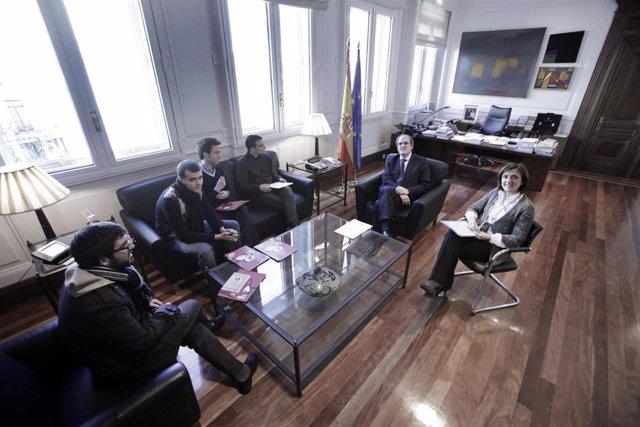 El ministro de Educación, Ángel Gabilondo, reunido con estudiantes catalanes de