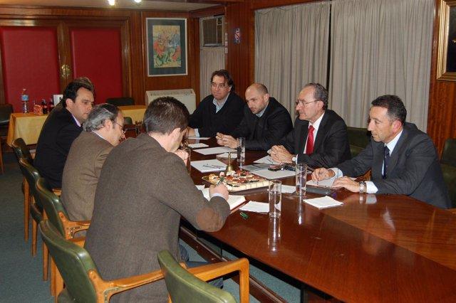 De la Torre, durante la reunión con los farmacéuticos de Málaga