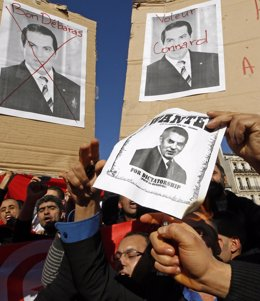 Concentración contra el ex presidente tunecino Ben Ali