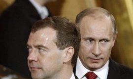 La popularidad de Putin supera en tres puntos a la de Medvedev