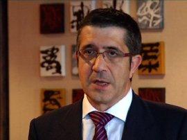"""Patxi López cree que Rubalcaba es """"un extraordinario cabeza de cartel"""""""