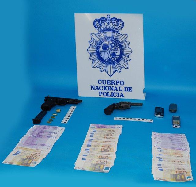 Armas y dinero falso intervenido