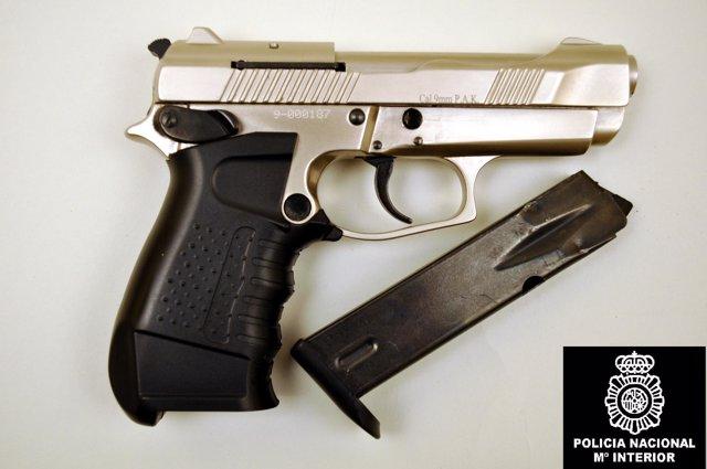 Arma de fuego intervenida al detenido por robos en Ourense.